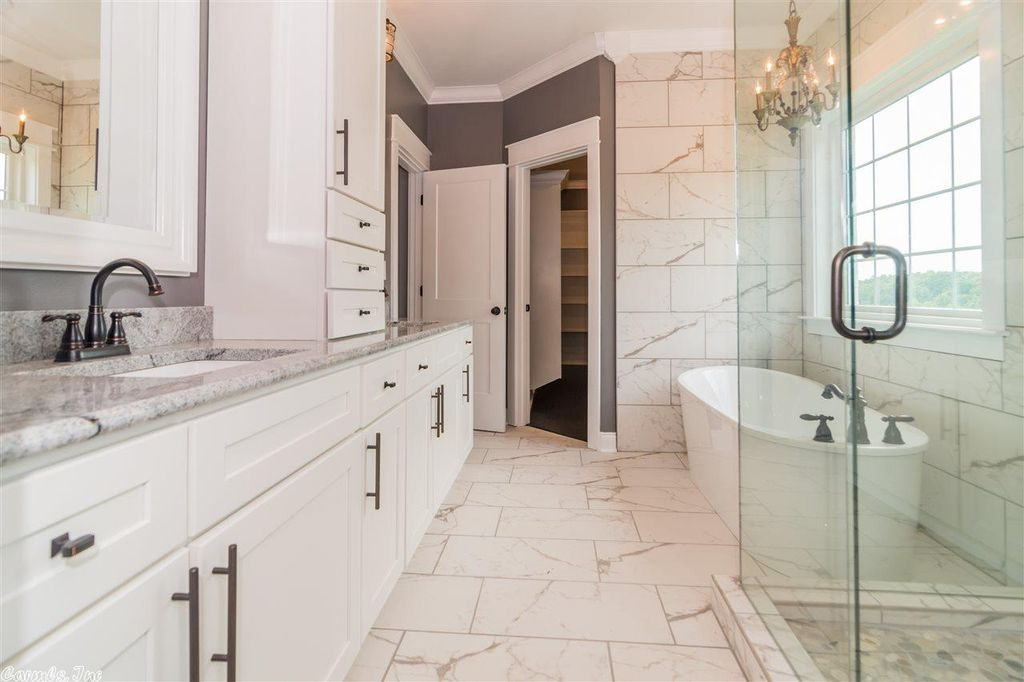 interior_master_bathroom_image